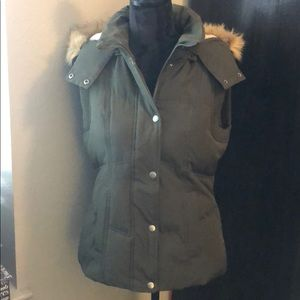 Puffer vest by Bass size small